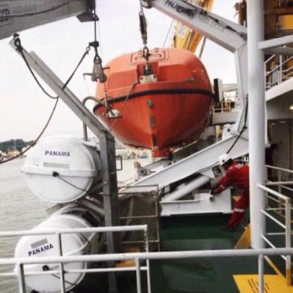 Barcos salva-vidas, turcos, gatos e ganchos